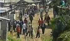 Nello stato del Malawi la polizia disperde gli scolari con i lacrimogeni