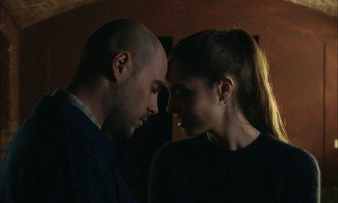 UN POSTO SICURO di Francesco Ghiaccio_dal 3 dicembre al cinema (nella foto Marco D'Amore e Matilde Gioli)