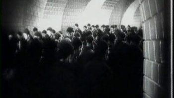 arbeiter-verlassen-die-fabrik-di-harun-farocki